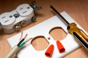 outlet-faceplate-screwdriver